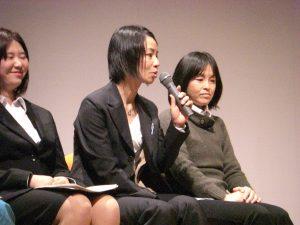 中央から、農業女子PJメンバーの田原利恵さん、花澤友香さん